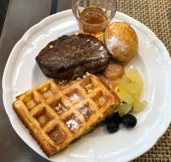 東京マリオットホテルの朝食(フレンチトースト・ワッフル)