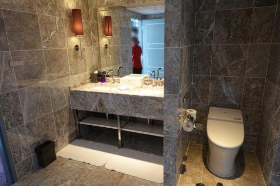 東京マリオットホテルのプレジデンシャルスイートの洗面台・トイレ