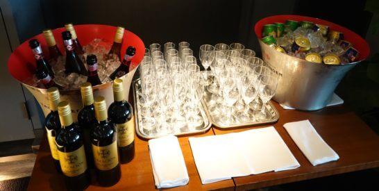 東京マリオットホテルのエグゼクティブラウンジのカクテルタイムのワイン・ビール