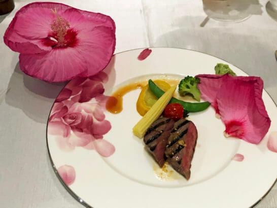 和牛サーロインのグリルとタイタンビカス 季節野菜添え