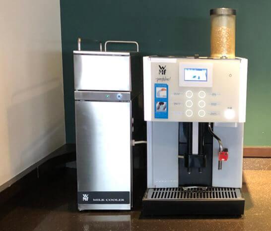 サクララウンジ(羽田空港国内線)のコーヒーマシン