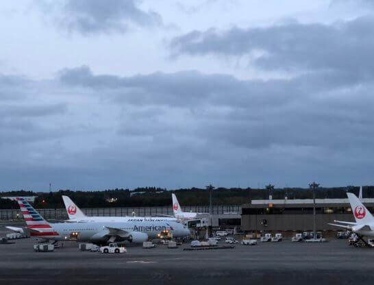 アメリカン航空と日本航空の飛行機