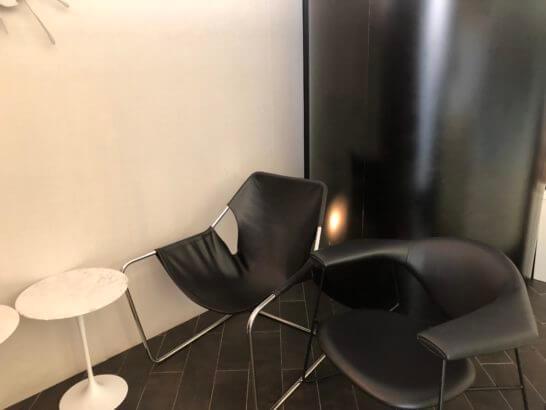 香港国際空港アメックスのセンチュリオンラウンジの電話室 (1)