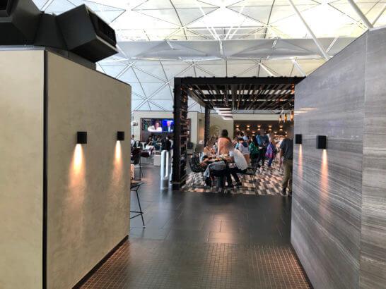 香港国際空港アメックスのセンチュリオンラウンジのメインエリア