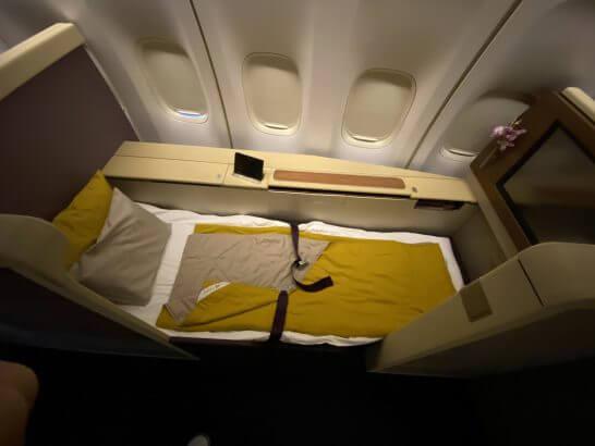 タイ国際航空のファーストクラスのシート(就寝時)