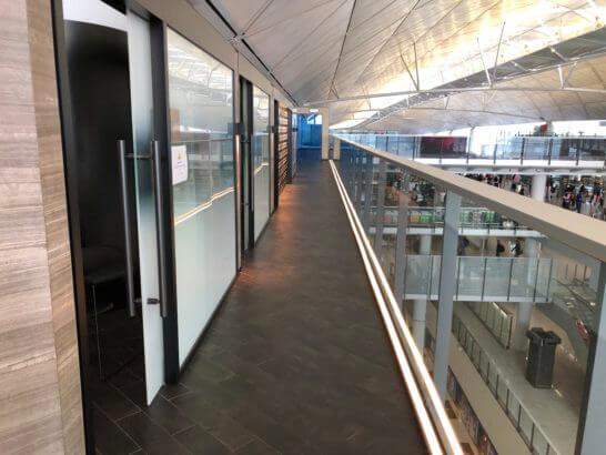 香港アメックスセンチュリオンラウンジの廊下