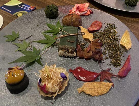 東京離宮 アメックス センチュリオンラウンジの食事の斜め