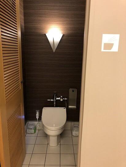 成田KALラウンジのトイレ