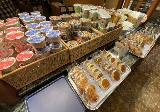 関空KALラウンジのパン・おにぎり・スープ類