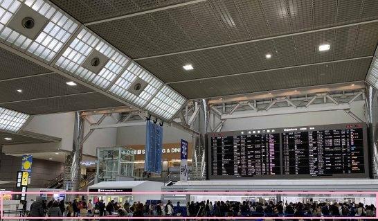 成田空港の保安検査場の大行列