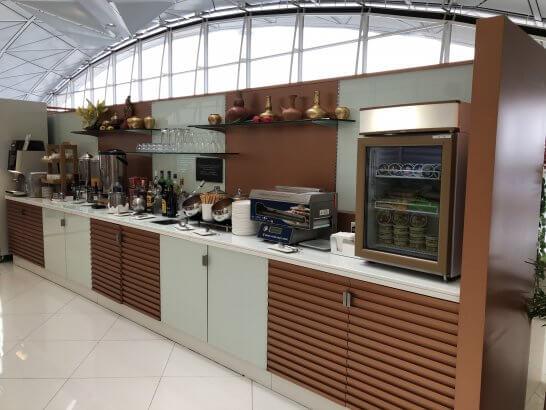 タイ国際航空のロイヤルオーキッドラウンジ(香港国際空港)のドリンク・アイス等のコーナー