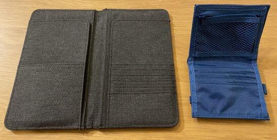 パスポートケース、財布を開いた写真