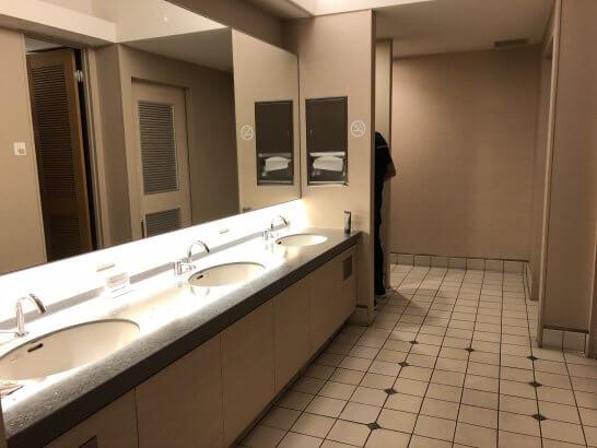 成田KALラウンジのトイレの洗面台