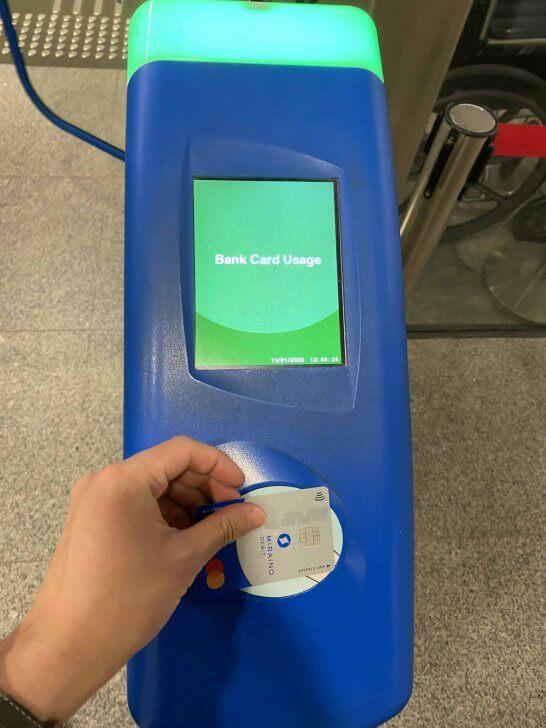 ミライノデビットのMastercardコンタクトレスでシンガポールのMRTの改札を通過