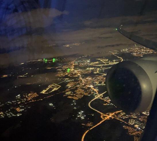 クアラルンプールから東京に向かうJALの機中からの夜景