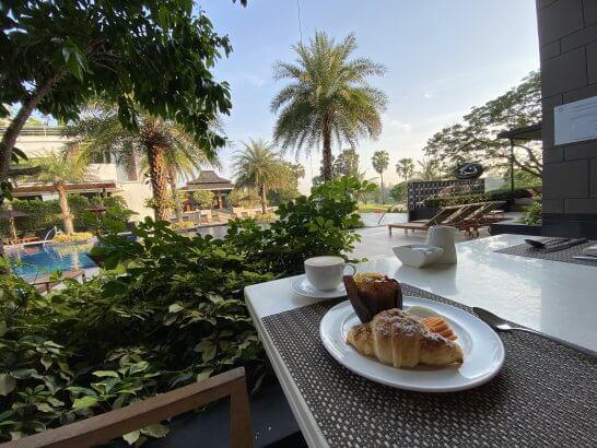 ルメリディアン スワンナプームのプールサイドでの朝食