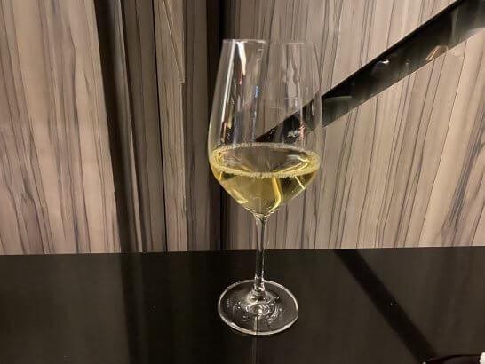 ANAインターコンチ東京のラグジュアリーソーシャルアワーの白ワイン