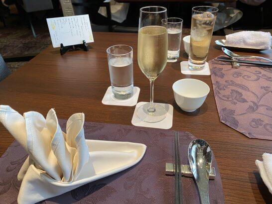 ホテルメトロポリタンの中華レストランのスパークリングワイン・ジュース
