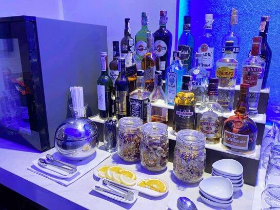オマーン航空ラウンジの洋酒(スワンナプーム国際空港)