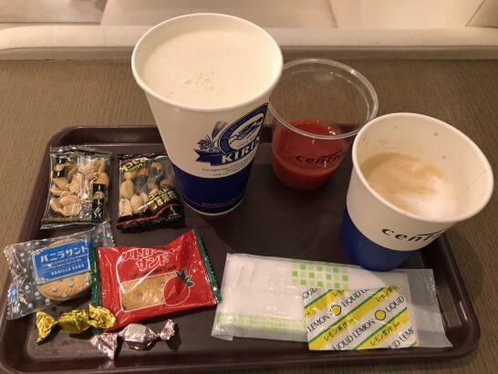 中部国際空港のプレミアムラウンジセントレア2のビール・お菓子