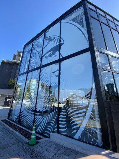 アメックスの東京離宮センチュリオンラウンジの建物(側面)