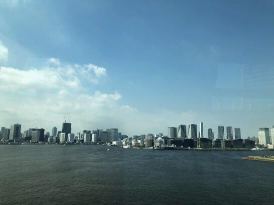 成田空港へ向かう途中の車窓からの東京湾岸