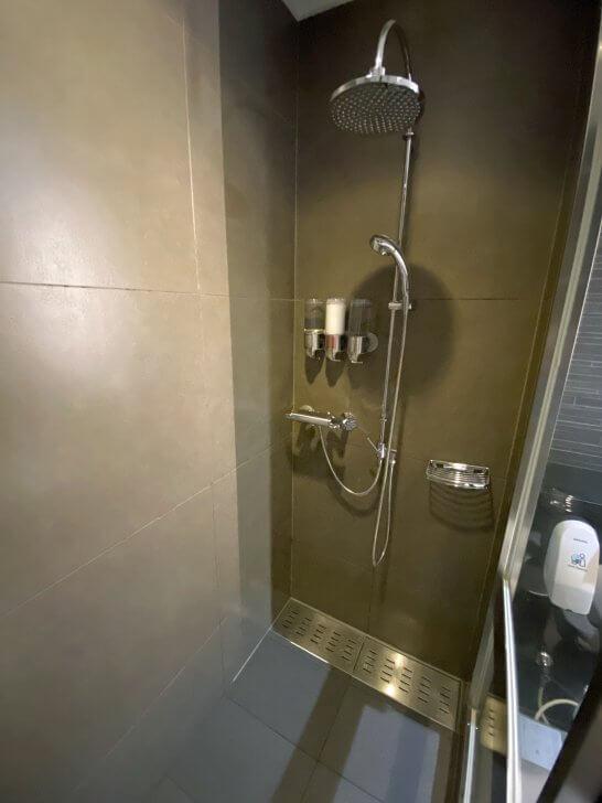 ANAスイートラウンジ(羽田T3)のシャワー