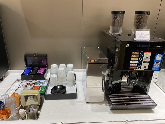 那覇空港ANAラウンジのコーヒー・お茶