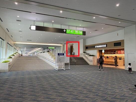 那覇空港ANAラウンジの入り口(搭乗口から)