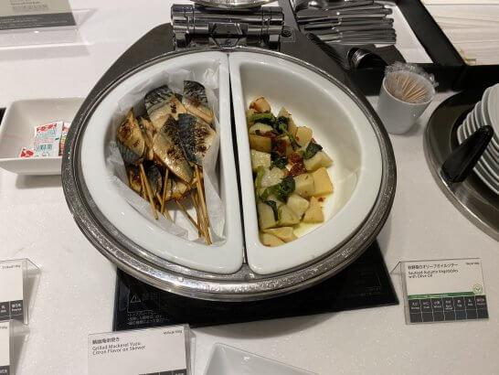 サバ串焼き、野菜のソテー