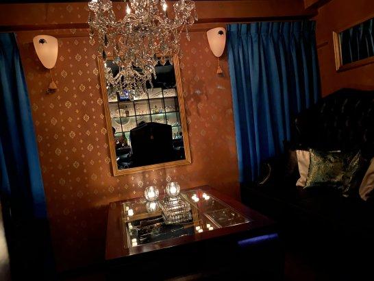 ヴィラフォッシュ西麻布のソファー席 (2)