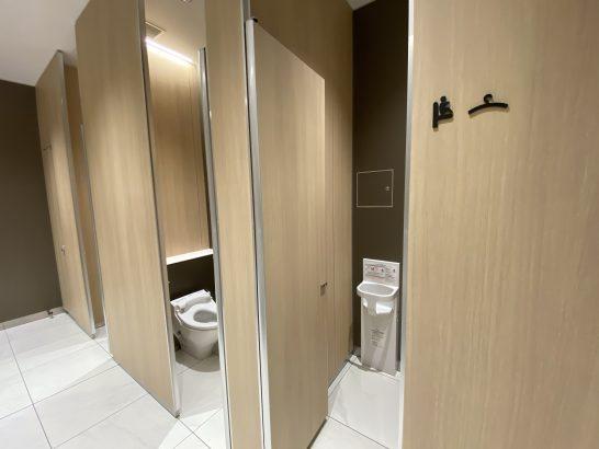 那覇空港ANAラウンジの大トイレ