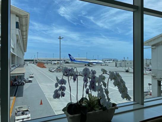 那覇空港に駐機する飛行機
