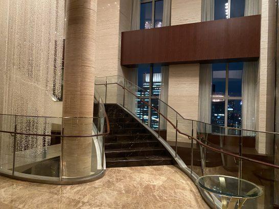 シャングリ・ラホテル東京の階段