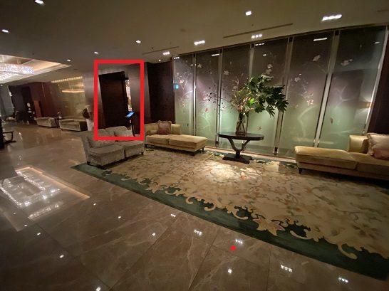 シャングリ・ラホテル東京のロビーフロア(エレベーターを降りたところ)