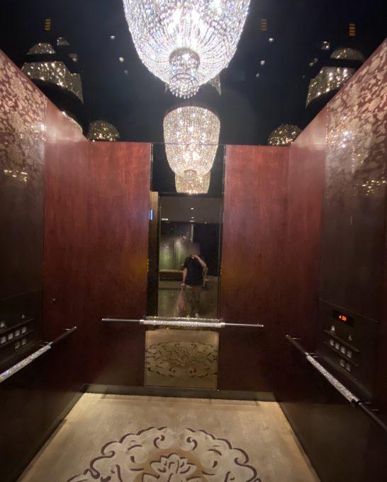 シャングリ・ラホテル東京のエレベーター (2)