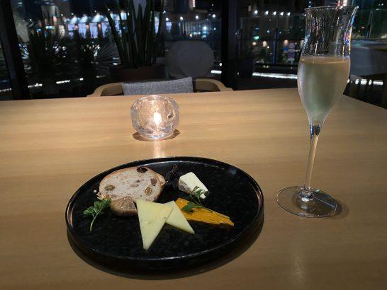 インターコンチネンタル横浜Pier8 Larboardのシェリー酒とチーズ盛り合わせ