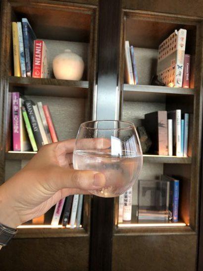 ザ・リッツ・カールトン東京のクラブラウンジのライブラリーで飲むドリンク