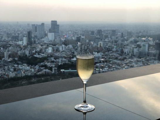 ザ・リッツ・カールトン東京のクラブラウンジのガーデンテラスで飲むシャンパン