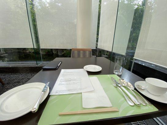 ウェスティンホテル大阪のレストランアマデウスの席