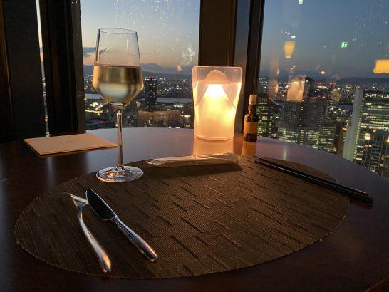コンラッド大阪のラグジュアリーラウンジアワーのスパークリングワイン