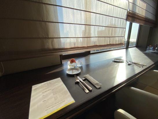 ウェスティンホテル大阪のエグゼクティブクラブラウンジのカウンター席