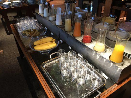 パークハイアット東京の朝食のジュース・フルーツ・ヨーグルト