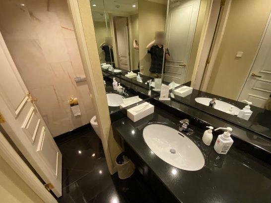 ウェスティンホテル大阪のエグゼクティブクラブラウンジの洗面台