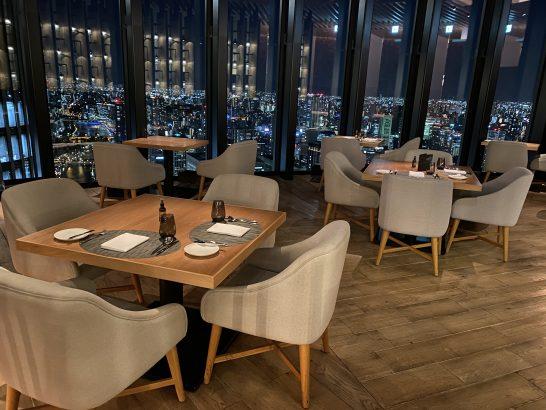 コンラッド大阪のシーグリルのテーブル席