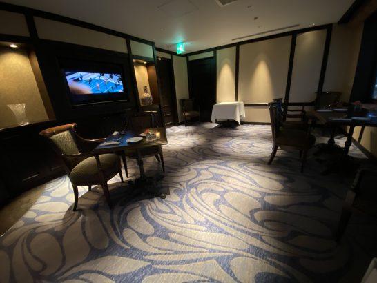 ウェスティンホテル大阪のエグゼクティブクラブラウンジのカクテルタイムの雰囲気