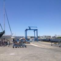モーターボートと船底掃除