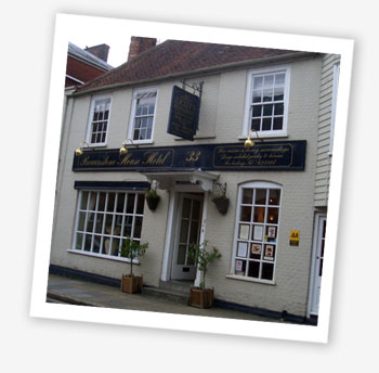 Lugley's, Newport