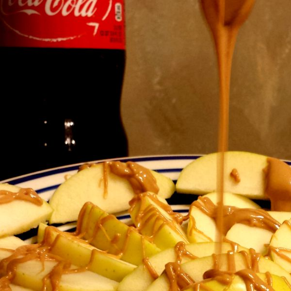 Drizzling peanut butter on Apple Nachos #EffortlessMeals #ad