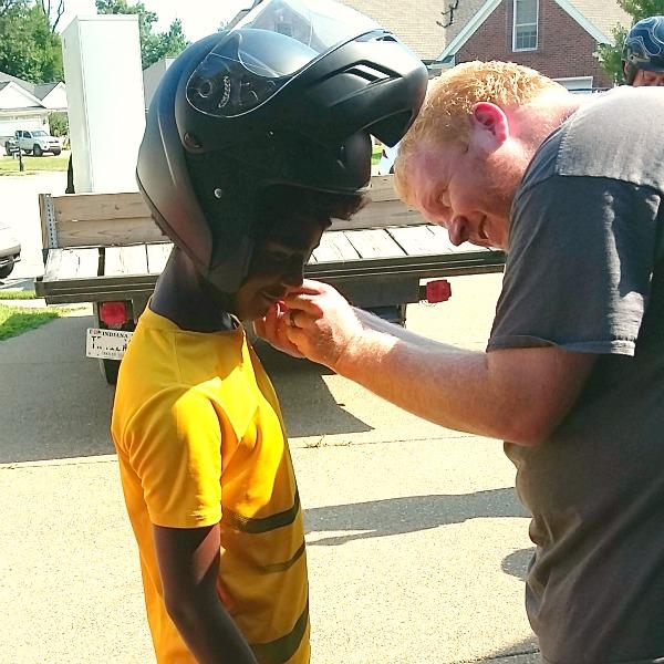 adjusting-weldus-motorcycle-helmet